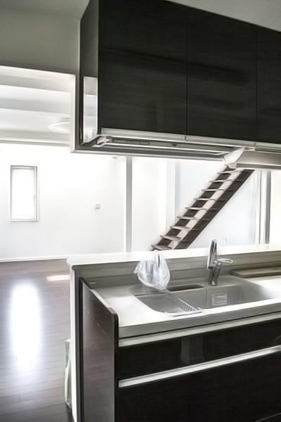 キッチン・上部吹き抜けの写真